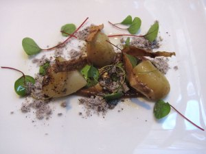 Roganic - Vintage potatoes in onion ashes, lovage and wood sorrel